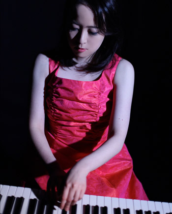 Daily Info: Oxford Proms 2011 - Mami Shikimori playing piano